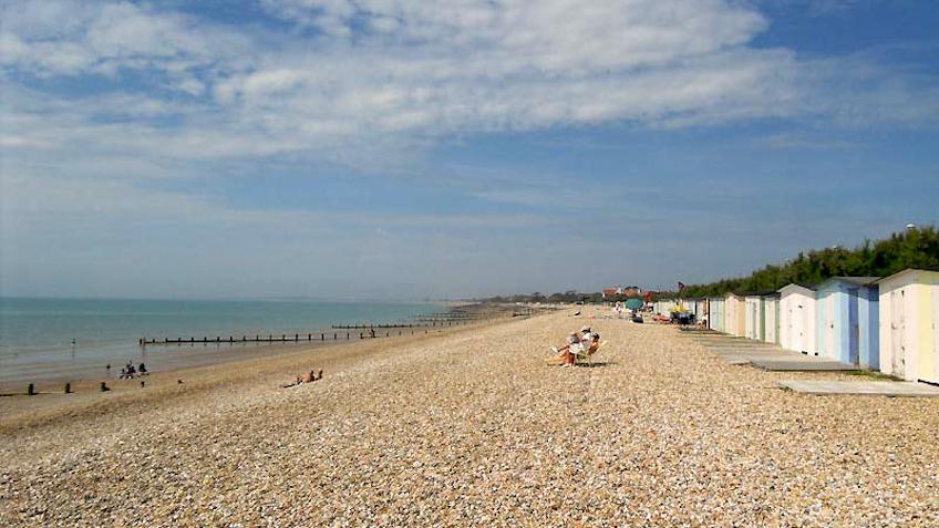 Aldwick beach looking west